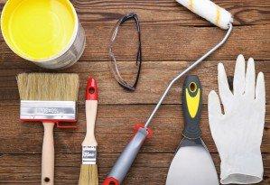 Insieme di utensili per il pittore