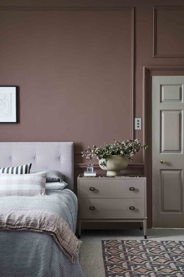 Little Greene Nether Red™ 315, French Grey – Dark™ 163